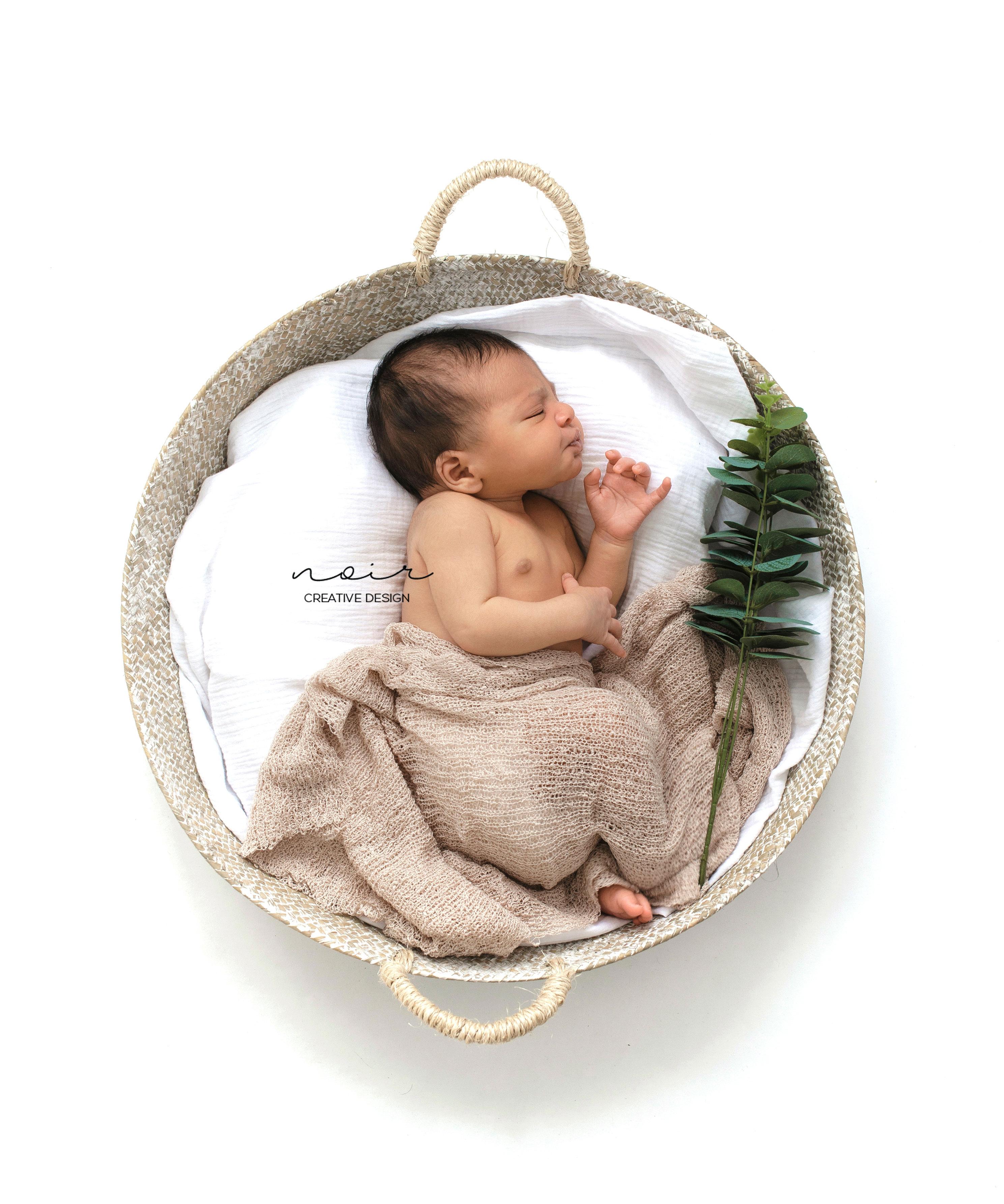 newborn pasgeboren fotoshoot NOIR wevelgem botanisch elegant aan huis Wevelgem Kortrijk Ieper Roeselare fotografie