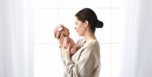 Cakesmash fotoshoot moeder en dochter bloemen fotografie kortrijk wevelgem ieper roeselare babyfotografie kinderen newborn pasgeboren baby