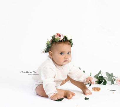 Cakesmash fotoshoot moeder en dochter bloemen fotografie kortrijk wevelgem ieper roeselare babyfotografie kinderen