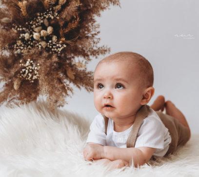Noir fotografie west-vlaanderen babyfotografie kinderfotografie milestoneseesie regio Kortrijk Roeselare Menen Ieper Brugge