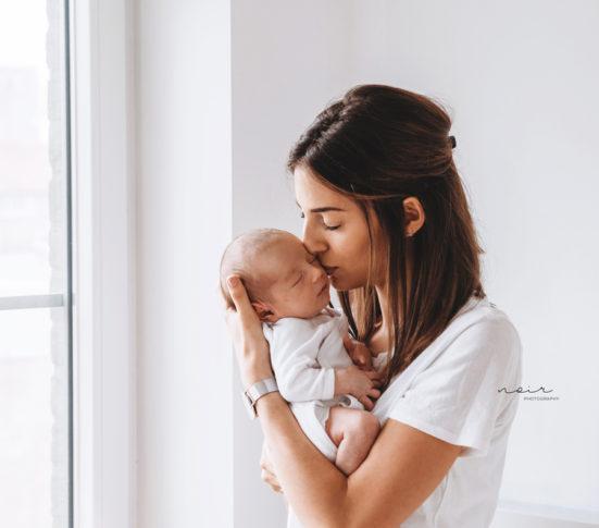 Newborn pasgeboren fotoshoot aan huis regio West-en Oost Vlaanderen Noir photography design