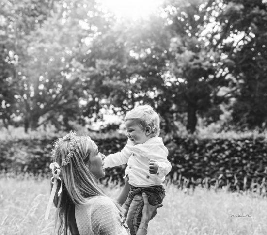 Mommy & me fotoshoot regio West- en Oostvlaanderen familiefotografie Noir photography & design