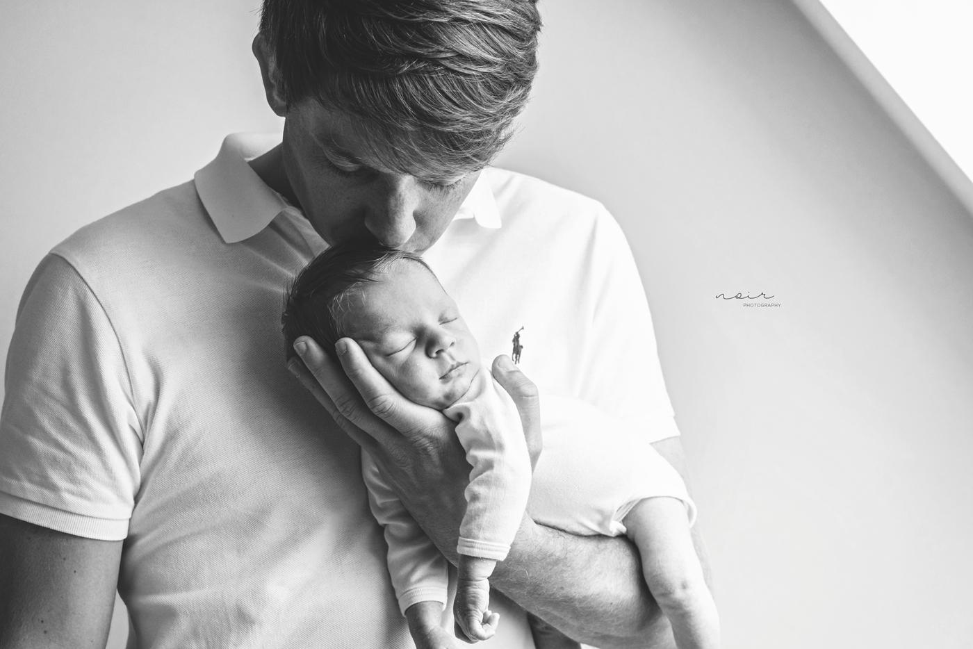 Newborn fotoshoot baby fotografie pasgeboren regio west- en oostvlaanderen lifestyle noir photography & design