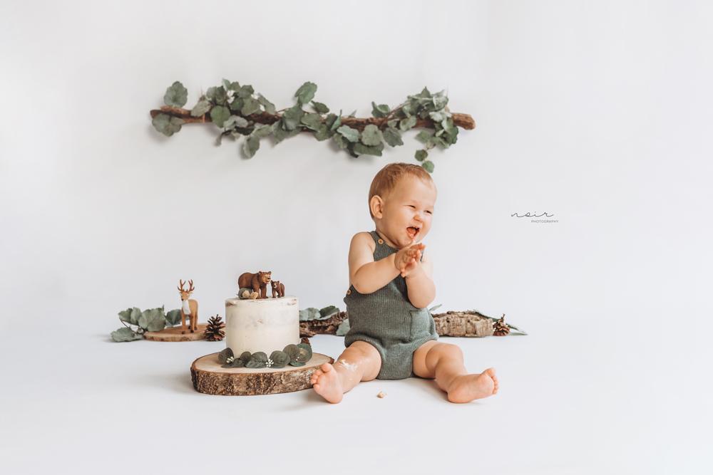 Cakesmash fotoshoot fotografie regio west-vlaanderen en oost-vlaanderen kinderfotografie 1 jaar noir photography belgië