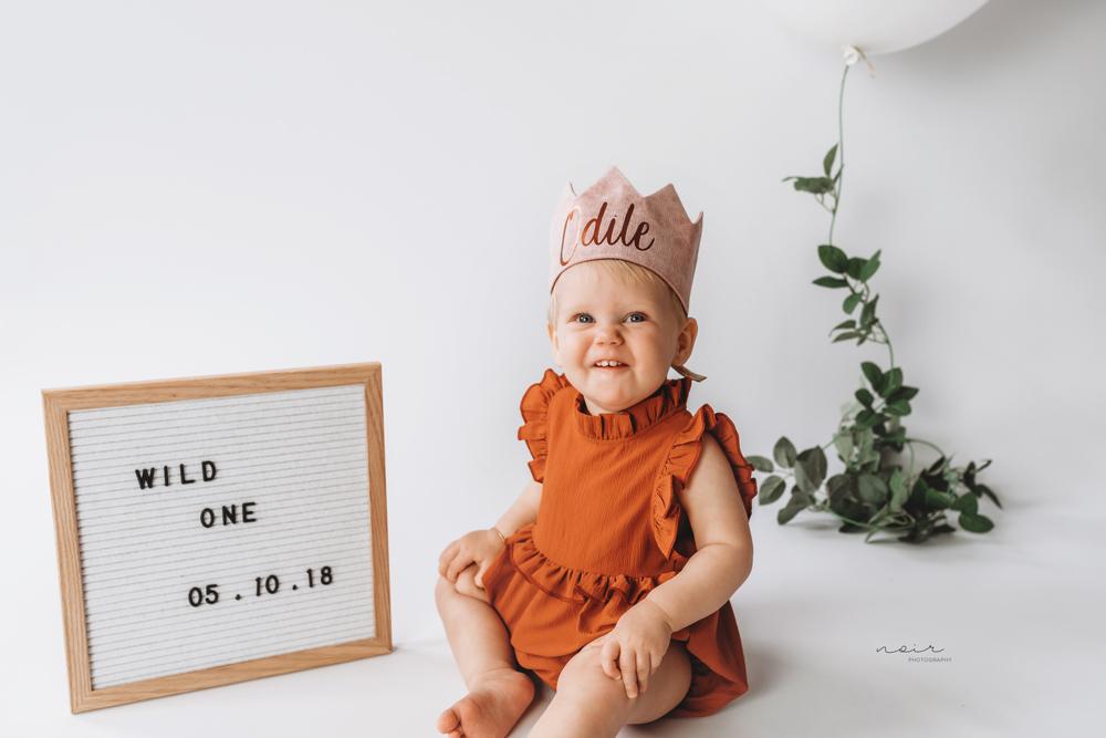 kinderfotografie regio west-en oostvlaanderen noir photography baby milestone fotoshoot