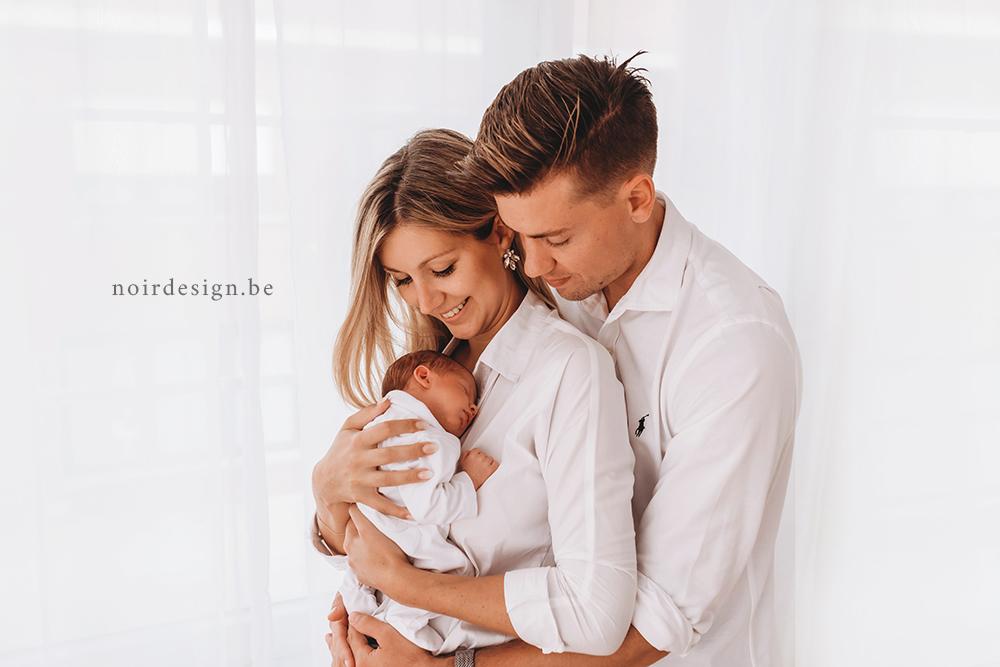 Newbornfotografie babyfotografie regio west-vlaanderen en oostvlaanderen noir photography noirdesign Julie van Brabant